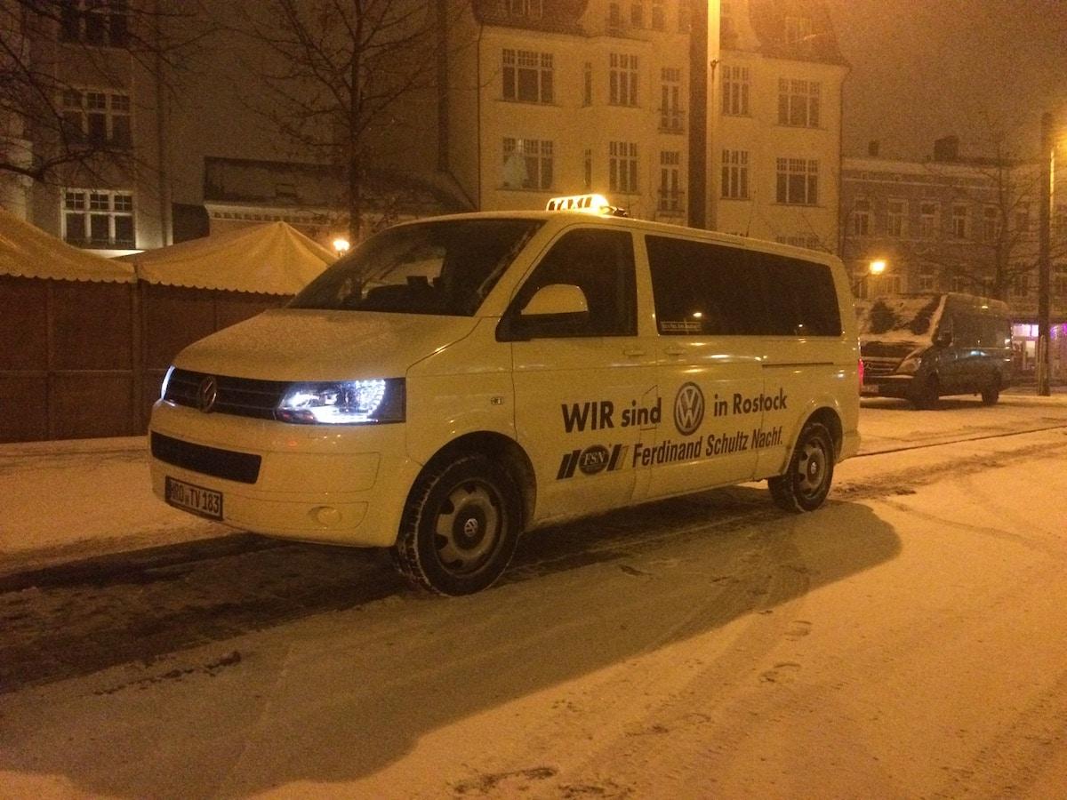 Taxi Rostock allein am Brink im Schnee Bild 1