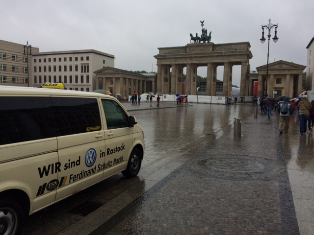 Taxi Rostock in Berlin am Brandenburger Tor