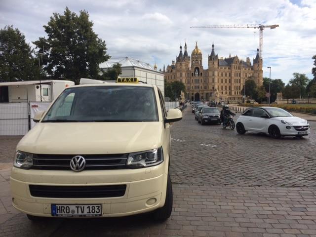 Taxi Rostock Schwerintour mit Russen