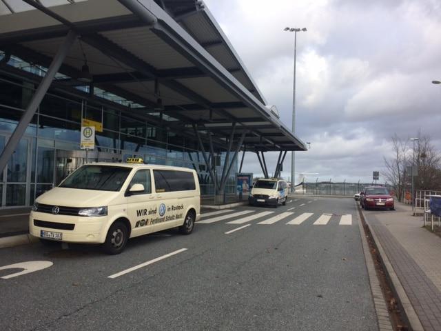 Taxi Rostock Last Minute zum Flughafen nach Laage