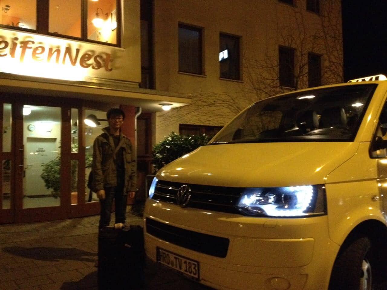 Taxi Rostock Fahrt zum Flughafen Laage mit einem Briten Bild 1
