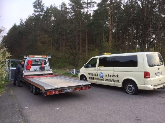 Taxi Rostock Knallpanne auf der Autobahn