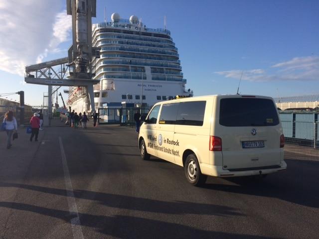 Taxi Rostock - Passagiere von der Regal Princess