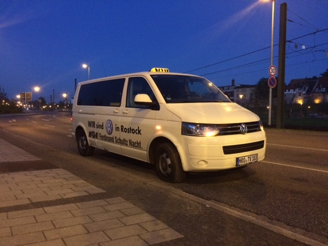 Taxi Rostock – Reifenplatzer nahe der Warnow