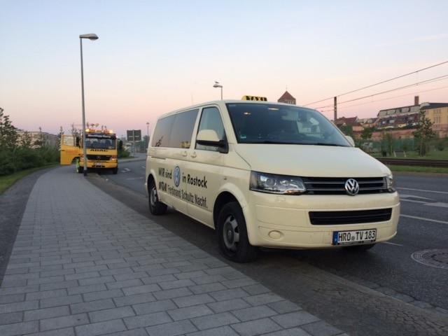 Taxi Rostock - Reifenplatzer nahe der Warnow
