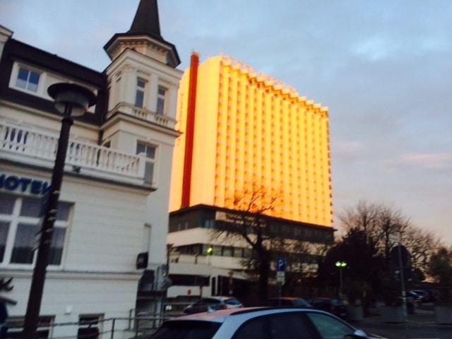 Taxi Rostock leuchtendes Hotel Neptun